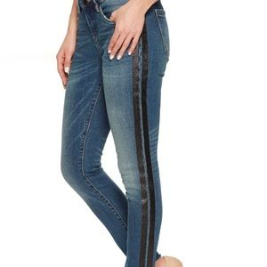 BLANK NYC Size 26 Crop Skinny Classique Jeans